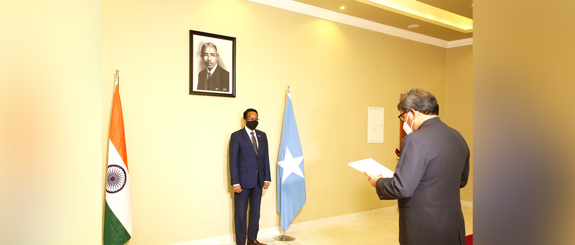 Presentation of credentials by High Commissioner Dr. Virander Paul, concurrently accredited as Ambassador of India to Somalia to President H.E. Mr. Mohamed Abdullahi Mohamed [Mogadishu, 29 May, 2021].