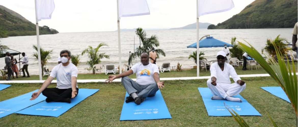 Dr. Virander Paul, High Commissioner, Hon. Ababu Namwamba, CAS, Foreign Affairs,  and H. E. Sospeter Odeke Ojaamong', Governor, Busia County during the celebrations of 7th IDY, 2021 in Lake Victoria region